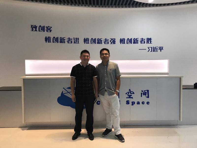 平阳云创空间负责人金珍正与创业导师麻久熙老师合影